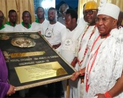 NIGERIAN YOUTHS APPOINT OONI OF IFE 'ROYAL FATHER Of THE LARGEST BLACK NATION'